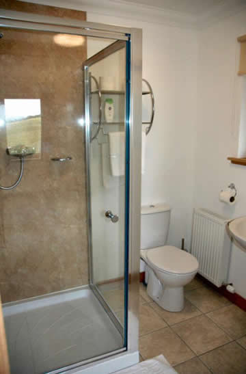 Loch Dubh Bed and Breakfast Double Room 02 - en-suite facilities
